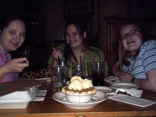 AutumnMorganandTeaandApplepieouttodinnernovember2005 (32k image)